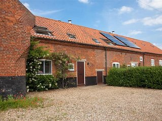 This delightful cottage has a fabulous open-plan kitchen/dining area with fitted