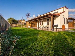 Villa Barbara, a 100 Mt dalla spiaggia con giardino, 6 posti letto