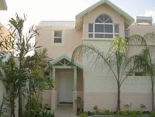Comfortable  Holiday Home with Pool in Perfect Location : Miami Beach + Freights