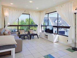 Modern 4-Room, 3-bath, Duplex Apartment