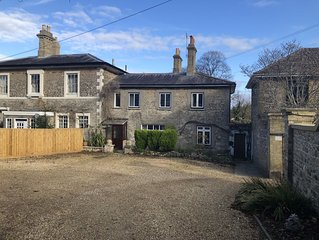 NEW! Beautiful  stone cottage in Ryde, once visited by Queen Victoria!