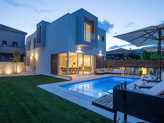 Koras Villa - Modern designed villa with heated pool - few steps from the beach