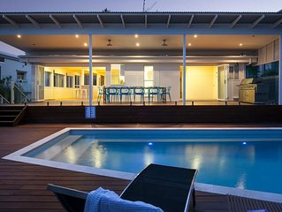 Belmore Tce Beach Pad just 100m to the Beach - Sleeps 10 - 4 Bed, 2 Bth, Pool