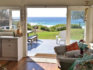 THE MOOK on Mollymook Beach - Absolute Beachfront Cottage
