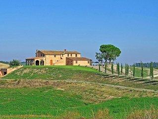 Villa in Murlo with 7 bedrooms sleeps 13