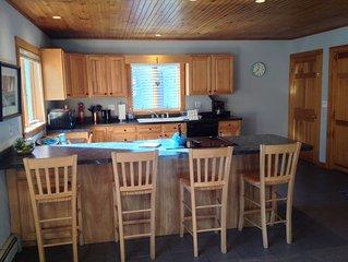 Spacious Four Season In-Town Southwest Harbor Apartment. Minutes From Acadia.
