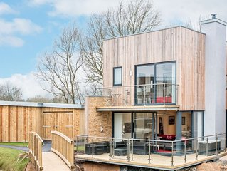 The Sanctuary (WG5), Cotswolds - sleeps 8 guests  in 4 bedrooms