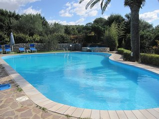 Villa Donzell, 14m private  pool and Jacuzzi, Large Garden, Kids Play Area