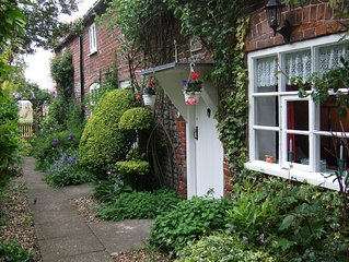 Norfolk, Cosy Beamed Cottage Close Sandy Beaches/Broadland. Peaceful Location.