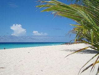Studio apartment ocean / beach view Barbados. AC or Fan use. Saint Lawrence Gap