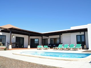 Villa spacieuse et lumineuse avec piscine Chauffee
