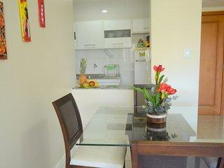 Moderno apartamento, mobiliado, com piscina, academia e salão de jogos.