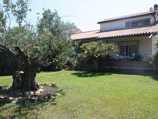 Casa con giardino in localita balneare ideale per vacanze vicino Roma