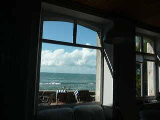 Grande maison avec terrasse sur mer