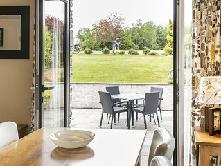 The Golf Apartment - Two Bedroom House, Sleeps 4