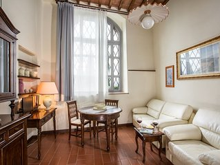 Romantic apartment in historical building with great views near San Gimignano