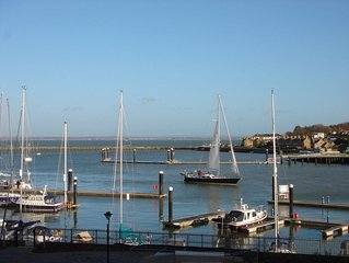 Luxury apartment with stunning Solent views, on Cowes waterfront