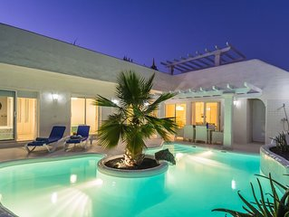 Elegant villa with superb jacuzzi and private heated pool