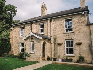 Wayside, a beautiful Victorian home in a rural setting , 5 miles from Lincoln