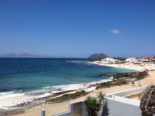 Villa exclusiva en primera linea de mar con  Wifi y vistas a Lobos y  Lanzarote