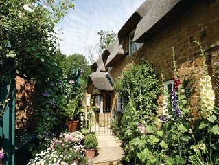 The Glen is a charming Grade II listed Cotswold stone cottage with an attractive