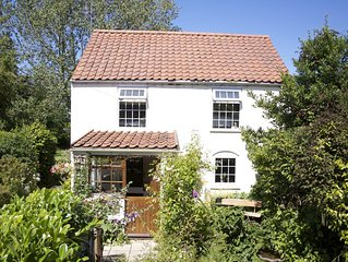 250 Years Old Country Cottage Set In The Rural Village Of Hickling