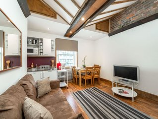 Lovely 2 Bedroom apartment in the City - Alders4 Home