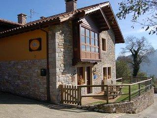 'Casa de Aldea Peñanes 1', a 15 minutos de Oviedo.