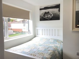 Apt 4 is a modern 1 bed flat 1 mile from the beach