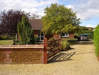 Fully equipped, cosy modern secluded bungalow close to the Beach