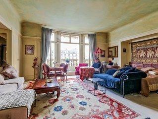 Location de charme et de luxe au ceour de Paris avec vue sur les Champs-Elysees.