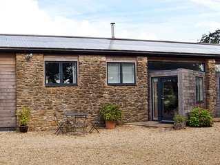Luxury 2 Bed Holiday Barn with Pool & Tennis Court