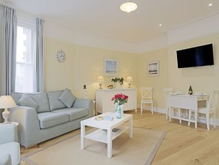 The Blyth - luxury hotel style, central apartment with fantastic sea views