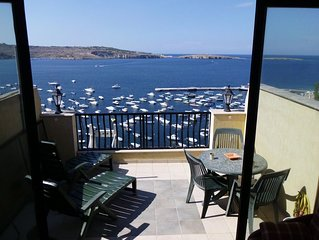 Duplex penthouse, breathtaking seaviews, terrace, barbeque in relaxed atmosphere