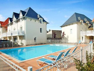 2 bedroom Apartment, sleeps 6 with Pool, FREE WiFi and Walk to Beach & Shops