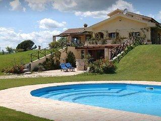 Villa con piscina privata immersa nel verde del lago di Bracciano