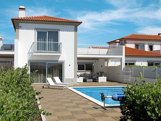 This 4-bedroom villa for up to 8 guests is located in Obidos and has a private s