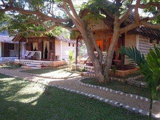 ILO VILLAGE, bungalows TANIKELY pour un couple , les pieds dans l'eau