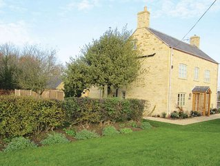 Lower Farm is a 19th century Cotswold stone holiday farmhouse, on a working farm
