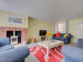 Sandcastle Cottage - Three Bedroom House, Sleeps 6