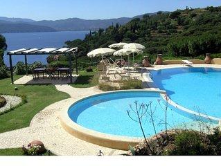 Vista panoramica, elegante e spazioso, due passi dal centro, uso piscina condivi