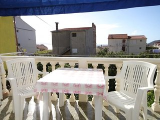 One bedroom apartment with terrace Komiža (Vis) (A-8926-b)