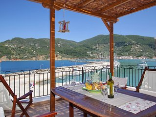 Villa Yiannoula with amazing view just 30m from the sea at Skopelos Island