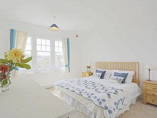 Saxon House - Seven Bedroom House, Sleeps 14