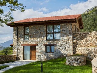 Cozy Mansion in Cangas de Onís with Meadow View