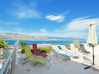 Tulip Deluxe apartment with pool, 2-4 persons, Mastrinka-near Trogir