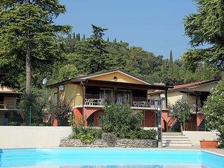 Villetta trilocale diretta alla spiaggia, 6 posti letto giardino piscina