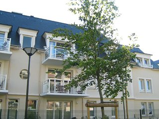 Modern, quiet second-floor 2 bedroom apartment with internet access in Cabourg