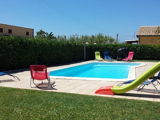 3 Bedrooms Villa with Garden, Swimming Pool, Barbecue, Air con., near the SEA