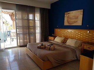 luxurious 2 Bedroom pool view Free ADSL WiFi